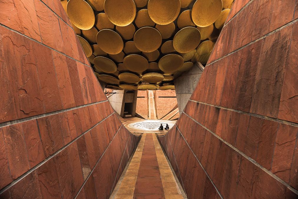Auroville, l'interno del Matrimandir - foto di Carlo Bevilacqua