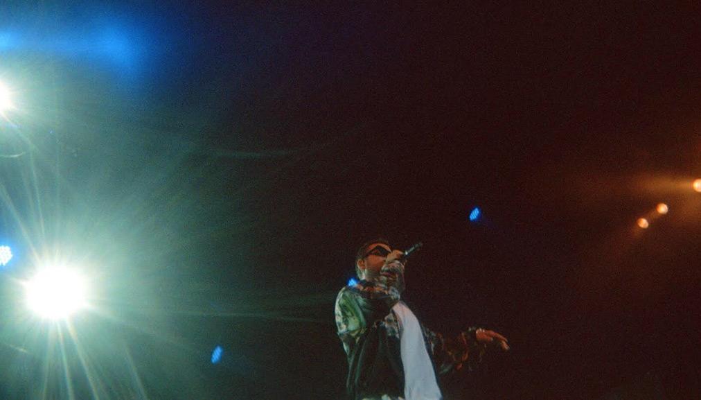 Coez sul palco dello Sherwood - foto di Francesca Zammillo