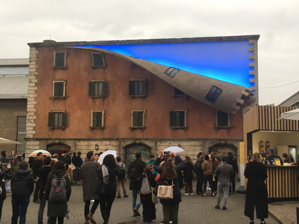 Alex Chinneck Iqos - fuorisalone 2019